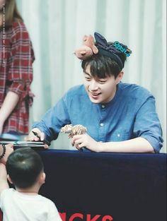 Dujun - Beast 160715 | Highlight Fansign Kwak Dong Yeon, Yoon Doo Joon, Yoseob, Asian Boys, The Twenties, Singers, Eye Candy, Beast, Dj