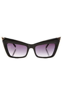 The Fang Tip Sunglasses in Black are too fierce and fabulous to pass up. The sun will be shining and you dont want to have too much fun and end up losing your ray bans. This is the perfect festival pair and the perfect price! You will be feeling like the urban princess, Rihanna, in these stunner shades. #MissKL #MissKLCoachella