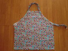 子供のかわいいエプロンの簡単な作り方!三角巾も一緒に簡単手作り | MARCH(マーチ) Kids Apron, Sewing, Asian, Dressmaking, Couture, Stitching, Sew, Costura, Needlework