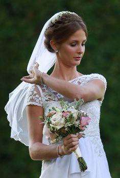d4aeedc27 Made In Chelsea's Millie Mackintosh's wedding to Professor Green  #WeddingHairHalfUp Bodas Románticas, Tocados De