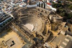 Ruinas romanas de #Itálica  #Sevilla Roman Names, Roman Theatre, Iberian Peninsula, Spain And Portugal, Andalucia, Roman Empire, Geography, Roman Art, Romans