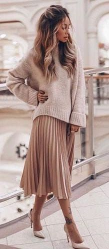 cheap midi length skirts pink pleated chiffon skirt long length metallic pleated skirt pink pleated midi skirt with sweater fashion spring style 32 Classy Pleated Dress Outfit Ideas For Fall And Winter Season Looks Style, Looks Cool, Pink Pleated Midi Skirt, Mini Skirt, Skirt Pic, Long Pleated Skirts, Long Chiffon Skirt, Flowy Skirt, Sexy Skirt