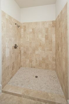 Medium tiles keeping with beige/ivory color Small Bathroom Tiles, Bathroom Renos, Master Bathroom, Bath Ideas, Bathroom Ideas, Bathroom Remodel Pictures, Greek House, Bed In Closet, Closet Remodel