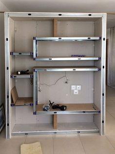 Construction d'un meuble de séparation avec des montants métalliques standards (M48) et cales Kinook
