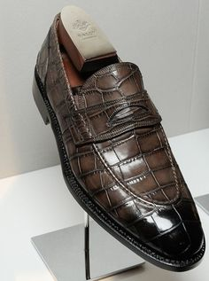Luxury Alligator Slip-On Loafers for Men-Brown Hot Shoes, Men S Shoes, Loafer Shoes, Loafers Men, Gentleman Shoes, Tenis Casual, Derby, Mens Fashion Shoes, Formal Shoes