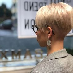 Today we have the most stylish 86 Cute Short Pixie Haircuts. We claim that you have never seen such elegant and eye-catching short hairstyles before. Pixie haircut, of course, offers a lot of options for the hair of the ladies'… Continue Reading → My Hairstyle, Undercut Hairstyles, Pixie Hairstyles, Pixie Haircut, Short Hairstyles For Women, Fashion Hairstyles, Cute Pixie Cuts, Blonde Pixie Cuts, Short Hair Cuts