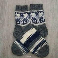 Neulojat loihtivat nyt upeita mökkisukkia! Katso kuvat versioista ja poimi ideoita | Kodin Kuvalehti Kids Socks, Knitting Socks, Lake Villa, Gloves, Winter, Diy, Fashion, Knit Socks, Winter Time