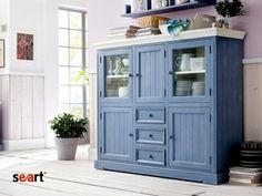 Kuchyňská komoda v modrém.
