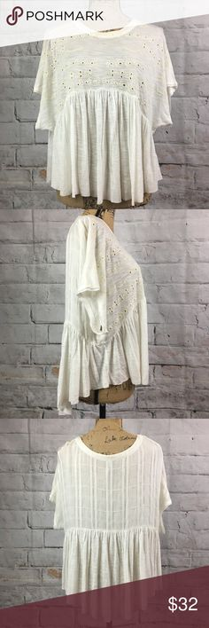 """Free People Oversized Boho Flowy Bohemian Blouse Free People Oversized Boho Flowy Bohemian Blouse   Flowy baby doll look blouse, goes fantastic with  jeans or leggings depending on the look you are searching for...  Measurements: Laying Flat Pit to Pit Approximately 26"""" Length Approximately 26"""" Longest Point  Bundle and save Free People Tops Blouses"""