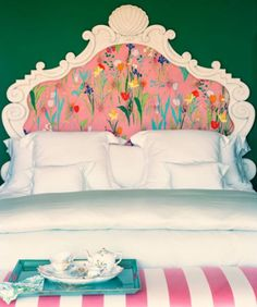 Love that headboard idea! I may do something like Fafinettes for a graphic.