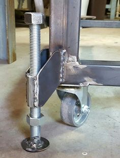 Leveling feet for welding table. Leveling feet for welding table. Welding Bench, Welding Cart, Diy Welding, Welding Ideas, Cool Welding Projects, Homemade Tools, Diy Tools, Shielded Metal Arc Welding, Welding And Fabrication