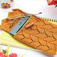 Lace-knitted Kindle Cosy FREE PATTERN ♥  3000 FREE patterns to knit ♥ http://pinterest.com/DUTCHYLADY/share-the-best-free-patterns-to-knit/