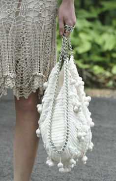 Sac Montoro ~ Free Diagram to Crochet this Beautiful Bag. Bag Crochet, Mode Crochet, Crochet Handbags, Crochet Purses, Crochet Crafts, Crochet Clothes, Crochet Stitches, Crochet Patterns, Vanessa Montoro