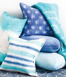 b5b92268391b3c blue blue blue!! tie-dyed cushions   bedroomdecoratingideasonabudgetaccentwalls Futons