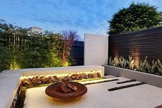 Esplanade East: A Compact Modern Garden Design Project in Australia | Home Design Lover