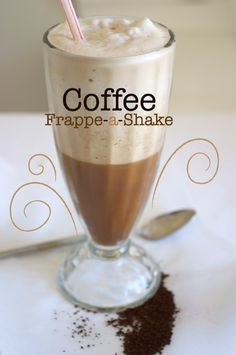 Quick, simple and easy recipe for homemade Starbucks style Frappuccino. Sugar free, non fat, low carb. Good for diabetes. Coffee Shake, Coffee Love, Coffee Drinks, Coffee Break, Low Carb Drinks, Low Carb Desserts, Starbucks Recipes, Coffee Recipes, Dessert Drinks