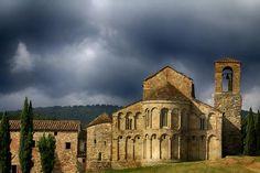 Pratovecchio (Ar) La Pieve Romanica di Romena. Qui lo stile romanico si esalta ed anche il profano non può non rimanerne affascinato. Dichiarata monumento Nazionale.