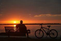 Ich habe einen wunderbaren  Rosè-Moment, wenn ich beim Sonnenuntergang entspannen darf