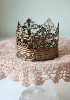 Crown candle holder (for all my ZTA sisters out there) from ShopRuche.com--- another one of my absolute favorite websites. $12.99