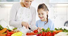 """Çocuğunuz şişmansa sorumlusu sizsiniz! Çocuklarda beslenme alışkanlıklarının doğumla beraber başladığını ifade eden Diyetisyenimiz Hale Taşgın, """"Çocuklardaki kilo problemi ailelerin bilinçsizliğinden kaynaklanıyor ve kilo probleminin tek sorumlusu ebeveynler"""" dedi. http://www.iha.com.tr/haber-cocugun-sismanligindan-aile-sorumlu-437707/ #keyiflidiyet #sağlıklıyaşam #diyetisyenhaletaşgın"""
