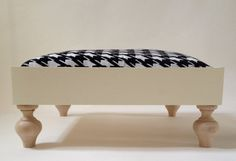 Cosy wooden pet bed structure 50 x 50 x 20 cm. 1968 by ArtesStudio