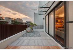 混搭風陽台 Balcony Design, Design Case, Building Design, Garage Doors, Yard, Exterior, Patio, Nice, Outdoor Decor