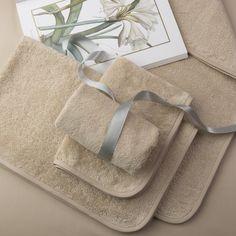 Набор махровых полотенец Tilda Maiol.  Состоит из двух больших и двух  маленьких полотенец, Край обшит  бейкой из хлопка в цвет основной ткани.