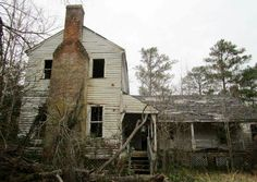 Abandoned Farm Houses, Old Farm Houses, Abandoned Mansions, Abandoned Buildings, Abandoned Places, Long Gone, Old Building, Architecture Details, Places To See