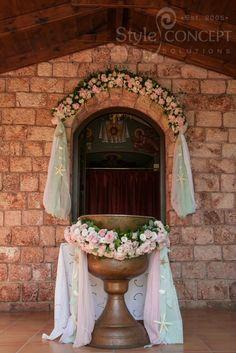 Διακόσμηση κολυμπήθρας με λουλούδια - Κτήμα με εκκλησάκι Μπραϊμνιώτη