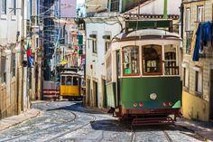 Heerlijk struinen door de charmante straatjes van Alfama, even neerploffen op een terrasje en met een koffie van een pastel de nata genieten. Zo ziet een dag in Lissabon eruit. Een hele citytrip lang ligt de stad aan je voeten. Je hoeft er alleen opuit te trekken! Ontdek hoe betoverend de Portugese hoofdstad kan zijn. 's Avonds kom je na een dag vol ontdekking thuis in je centraal gelegen hotel en droom je al van de volgende dag.