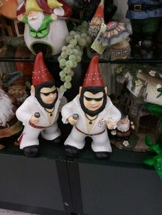 Elvis Gnome...hysterical...I want!
