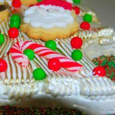 Boa Tarde, Corra e reserve seu bolo natalino da Di Norma!!!  ESTOQUE LIMITADO!!! Bolo Arvore de Natal: Bolo de chocolate recheado com leite condensado, cobertura de marshmallow e drageas de chocolate.  Acompanha confeitos comestíveis para você montar sua árvore.    #Natal #2015 #DiNorma #cake#christmas #christmastree #like4like #instagood