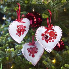 Felt Heart and Button Tree Decorations =)