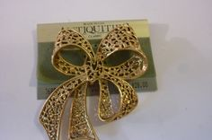 80's Brooch Gold Tone Metal Filigree Bow Pin Dead Stock Made in USA by Antiquities by ZoomVintage on Etsy