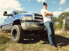 Country guy pictures with truck senior pictures boys, boy pictures, graduation pictures, senior Truck Senior Pictures, Country Senior Pictures, Male Senior Pictures, Boy Pictures, Senior Photos, Senior Boy Photography, Photography Poses For Men, Photography Business, Picture Poses