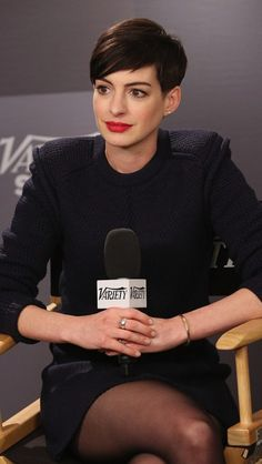 Anne Hathaway's pixie cut makes me want a pixie cut