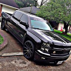 This is how Chevy trucks should be slammed Gmc Trucks, Jeep Pickup Truck, Custom Chevy Trucks, Chevrolet Trucks, Cool Trucks, Rims For Trucks, Pickup Camper, Pick Up, Silverado Truck