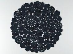 Crochet Round model by Design Connected Crochet Motif Patterns, Crochet Mandala, Crochet Diagram, Crochet Doilies, Crochet World, Crochet Home, Diy Crochet, Crochet Ideas, Crochet Rugs