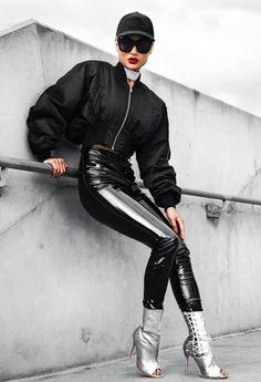 Micah Gianneli has got the wow Factor! Mega Fashion, Womens Fashion, Pantalon Vinyl, Patent Leather Pants, Micah Gianelli, Shiny Leggings, Pvc Leggings, Sexy Latex, Street Style