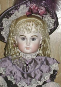LinDOLLeys - Antique Reproduction Dolls and More