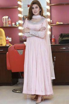 Beautiful Pakistani Dresses, Pakistani Dresses Casual, Indian Gowns Dresses, Indian Fashion Dresses, Pakistani Dress Design, Indian Designer Outfits, Frock Fashion, Pakistani Frocks, Indian Dresses For Women