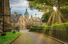 Stirling, Scotland, UK - Stefano_Valeri/Shutterstock William Wallace, Ben Nevis, Inverness, Most Beautiful Cities, Beautiful Places To Visit, Glasgow, Outlander, Lago Ness, Scotland Travel