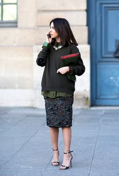 5 façons ulra-lookées de combiner chemise et pull - Les Éclaireuses Simple Outfits, Fall Outfits, Holiday Outfits, Mode Pro, Street Style Chic, Look 2015, Evening Skirts, Quoi Porter, Mode Chic