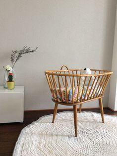 Rotan wiegje http://www.marktplaats.nl/a/kinderen-en-baby-s/babywiegjes-en-ledikanten/m817646508-retro-vintage-rotan-wieg-wiegje-ledikantje-ledikant-bedje.html?c=d721e818194200feca4409741512b6e6previousPage=mympSeller