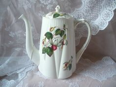 Shelley Dainty, Tea Pot. Pattern: ?
