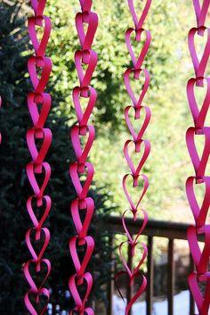 De la globuri si beteala la siraguri de inimioare: love is inthe air