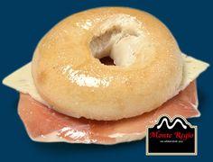 ¡Desayuno de viernes! Rosca de jamón serrano #MonteRegio y queso semicurado ¿Te apetece?