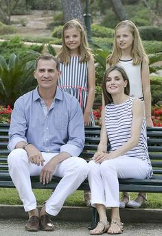 (L-R) King Felipe VI of Spain, Infanta Sofia of Spain, Queen Letizia of Spain and Princess Leonor of Spain pose for the photographers at the Marivent Palace on August 4, 2016 in Palma de Mallorca, Spain.