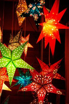 Paper Star lights! Paper Star Lights, Paper Star Lanterns, Paper Light, Paper Stars, Paper Lantern, Christmas Crafts, Christmas Decorations, Christmas Ornaments, Holiday Decor