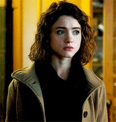 ♔ NATALIIA DYER GIF HUNT ♔ Under the cut, you will find small/medium, HQ gifs of the beautiful Natalia Dyer. None of these gifs were made by me. Natalie Dyer, As Nancy, Nancy Wheeler, Shirt Hair, Jawline, Face Claims, Best Shows Ever, Powerful Women, Hair Inspo
